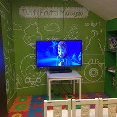 Photo taken at Tutti Frutti by Catherine K. on 10/25/2014