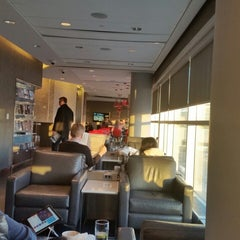 Photo taken at Maple Leaf Lounge by Albertina Meireles F. on 2/1/2015