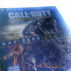 Photo taken at GameStop by Rezfilmbuff on 11/16/2014
