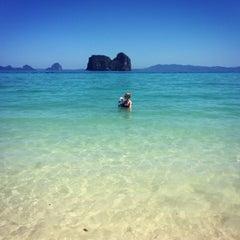 Photo taken at Koh Hai Fantasy Resort & Spa by Annuschka E. on 1/29/2016