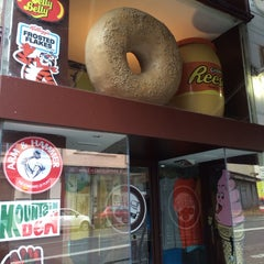 Photo taken at Best Bagels Company by Alexandre M. on 11/30/2013