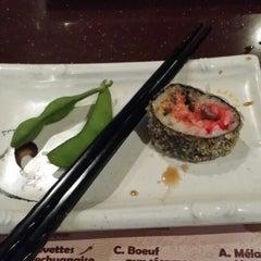 Photo taken at Kanda Sushi Bar by Emmie P. on 12/13/2013