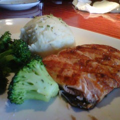 Photo taken at Red Lobster by Juan Pablo B. on 10/14/2012