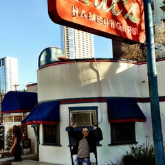 Photo taken at Hut's Hamburgers by Dory B. on 3/10/2013