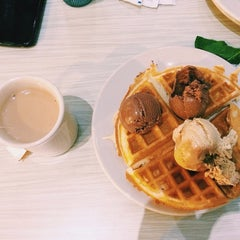 Photo taken at Hill Dining Hall by Adrian R. on 12/12/2013