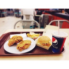 Photo taken at KFC by Queeny D. on 4/11/2014