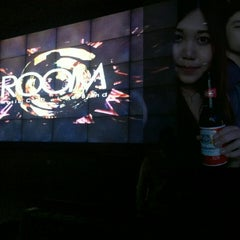 Photo taken at ROOM Music Club . Live Band by shimi r. on 8/13/2014
