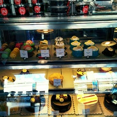 Photo taken at Park Avenue Desserts by Erich E. on 3/16/2015