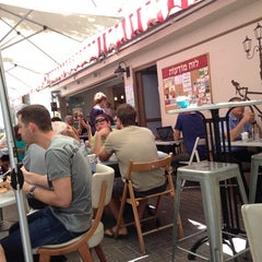 Photo taken at Montifiori Café (מונטיפיורי קפה) by Nardy G. on 6/12/2013