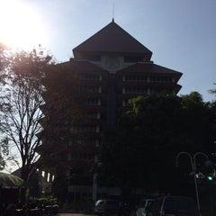 Photo taken at Rektorat Universitas Indonesia by Yandrie R. on 5/7/2014