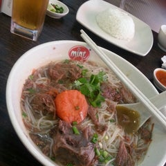 Photo taken at Peppermint a Taste of Vietnam by Fara L. on 4/22/2013