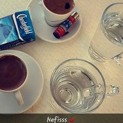Das Foto wurde bei Cevizlibağ Cafe & Fast Food von merve s. am 1/25/2015 aufgenommen