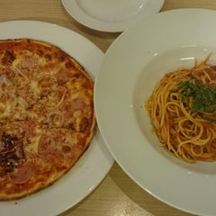 Photo taken at Big O Cafe & Restaurant by Ivia A. on 7/27/2014
