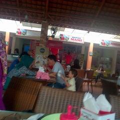 Photo taken at Chris Food Court by Mozakiah T. on 2/23/2014