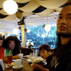 Photo taken at Resep Moyang Cafe & Resto by Dede SP on 8/18/2014