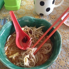 Photo taken at T-Not Laksa by Hartyzam H. on 8/12/2015