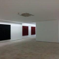 Photo taken at Galeria Fernando Santos by Miguel S. on 8/11/2014