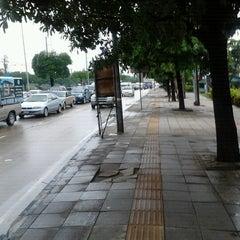 Photo taken at แยกรามคำแหง-สุวินทวงศ์ (Ramkhamhaeng-Suwinthawong Junction) by Takeshi M. on 9/28/2012
