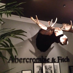 Photo taken at Abercrombie & Fitch by João S. on 3/31/2014