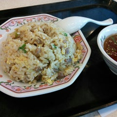 Photo taken at 餃子の王将 伊勢崎店 by reremon on 7/10/2015