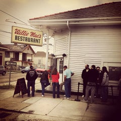 Photo taken at Willie Mae's Scotch House by Joey B. on 10/27/2012