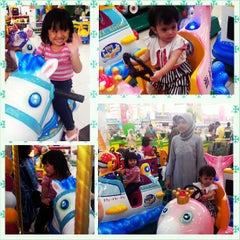 Photo taken at Giant Hypermart by Ria Z. on 7/26/2013