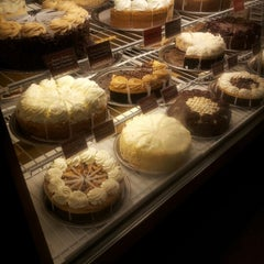 Photo taken at The Cheesecake Factory by Silvano on 10/30/2012