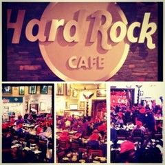 Photo taken at Hard Rock Cafe Atlanta by Harry K. on 8/11/2012