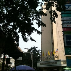 Photo taken at ถนนคอนแวนต์ (Convent Road) by Thanawat N. on 1/22/2013