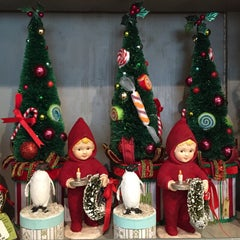 Photo taken at Gracious Home by Suzanne, L. on 12/12/2014