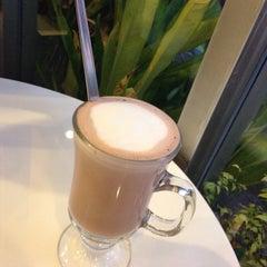 Photo taken at Caffè D´Oro (คาเฟ ดิโอโร่) by Jambolan W. on 4/10/2015