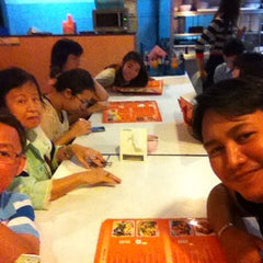 Photo taken at ทองดีโภชนา ข้าวต้มโต้รุ่ง by Phuket S. on 1/17/2015
