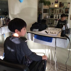 Photo taken at Lyn Hair Salon by C.Y. L. on 12/14/2014