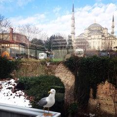 1/21/2016 tarihinde Nihalziyaretçi tarafından Darüssaade İstanbul Hotel & Cafe'de çekilen fotoğraf