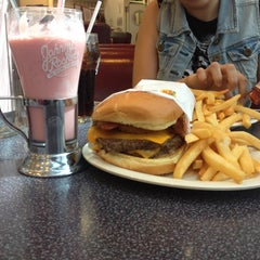 Photo taken at Johnny Rockets by Brenda Isabel A. on 4/15/2014