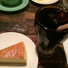 Photo taken at 自家焙煎 cafe use 珈琲豆店 by Shiori on 9/2/2014