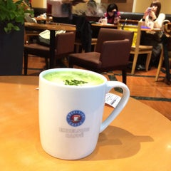 Photo taken at EXCELSIOR CAFFÉ 自由が丘マリクレール通り店 by Kida.Koji on 2/8/2015