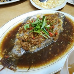 Photo taken at Restaurant Lan Je (兰姐清蒸非洲鱼) - Kepong by Lukas on 2/5/2015