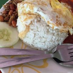 Photo taken at Restoran Mirasaa by MunirahMD on 12/28/2014