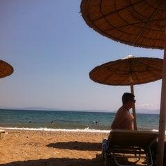 Photo taken at Παραλία Ραφήνας by Elias L. on 7/16/2013