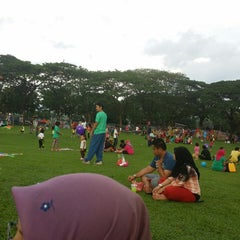 Photo taken at Taman Layang-Layang (Kite Flying) Kepong by Razali A. on 4/6/2014