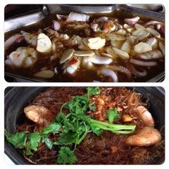 Photo taken at Khunthai Authentic Thai Restaurant by Chris L. on 5/10/2015