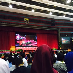 Photo taken at Dewan Tunku Canselor by Najihah N. on 5/27/2015