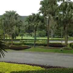 Photo taken at Alpine Golf Resort Chiang Mai (อัลไพน์กอล์ฟรีสอร์ทเชียงใหม่) by Kunnay น. on 8/20/2013