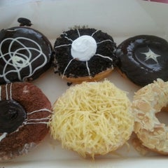 Photo taken at Big Apple Donuts & Coffee by Sun S. on 5/4/2014