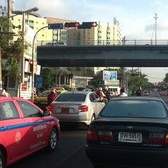 Photo taken at แยกประชานุกูล (Prachanukun Intersection) by บุญมา ก. on 3/24/2013
