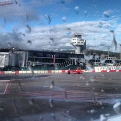 Photo taken at Aeropuerto de Vigo (VGO) by Xavi P. on 11/27/2012