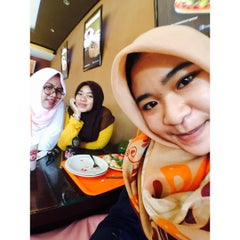Photo taken at Dunkin' Donuts by Rifka A. on 9/12/2015