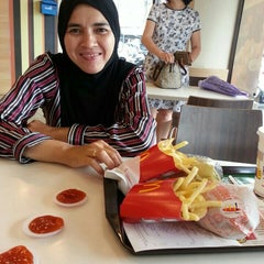 Photo taken at McDonald's by Farahana I. on 9/23/2015