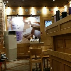 Photo taken at The Coffee Bean & Tea Leaf by Tony HJ K. on 10/11/2015